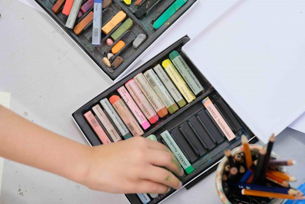 cours de dessin et de peinture pour jeunes à Cannes
